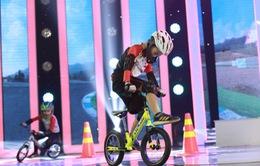 """Biệt tài tí hon: Cặp cao thủ xe đạp thăng bằng khiến Trấn Thành """"khóc ròng"""" vì bị từ chối dạy chạy xe"""