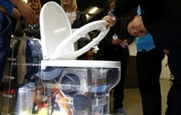 Bill Gates ra mắt bồn cầu không dùng nước ở Trung Quốc
