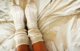 Mang tất ướt đi ngủ đem đến những tác dụng bất ngờ