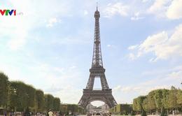 Bán đấu giá một đoạn cầu thang tháp Eiffel
