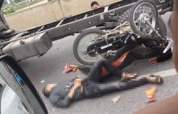 Hà Nội: Va chạm với xe tải trên vành đai 3 trên cao, 2 thanh niên đi xe máy nguy kịch
