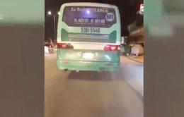 Sẽ xử lý nghiêm xe bus leo vỉa hè, phóng bạt mạng ở TP.HCM