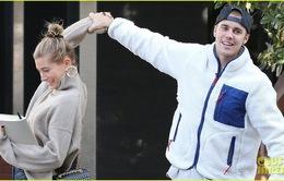 Dễ thương chưa, Justin Bieber khiêu vũ với vợ trên đường phố