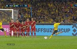 VIDEO: Safawi Rashid sút phạt hiểm hóc gỡ hòa 2-2