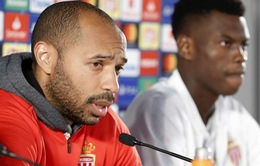 """Thierry Henry """"dạy"""" học trò trong phòng họp báo"""