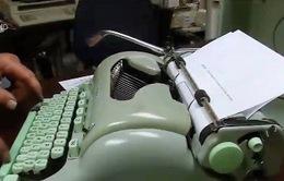 Giới trẻ Mỹ quay về với máy đánh chữ cổ điển