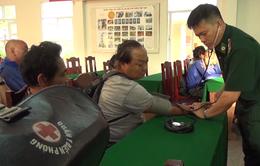 Tàu cá Việt Nam cứu 10 thuyền viên nước ngoài