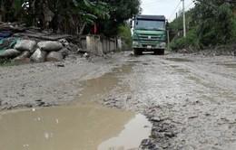Đà Nẵng: Tuyến đường biến thành ao nước sau mưa lớn