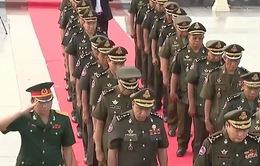 Quân đội Hoàng gia Campuchia viếng Đài Hữu nghị Việt Nam - Campuchia