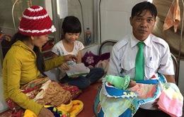 Thêm một em bé vừa chào đời trên xe taxi