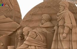 Bức phù điêu bằng cát thu hút du khách tại Rome
