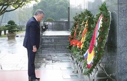 Chủ tịch Duma Quốc gia Nga viếng Lăng Chủ tịch Hồ Chí Minh