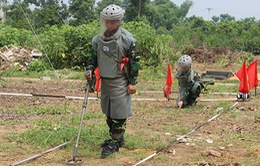 Khởi động dự án khắc phục hậu quả bom mìn