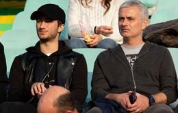 Thất nghiệp, Mourinho về quê xem bóng đá