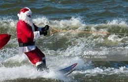 Thú vị cuộc thi lướt sóng của các ông già Noel tại Mỹ