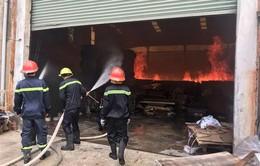 Bình Dương: Cháy xưởng gỗ trong khu dân cư