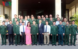 Bộ trưởng Ngô Xuân Lịch thăm Đại sứ quán Việt Nam tại Campuchia
