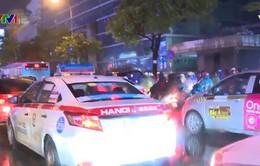 Đường phố Hà Nội ùn tắc nghiêm trọng