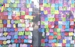 Bức tường ghi điều ước năm mới tại New York