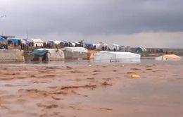 Mưa lớn và lũ lụt đã tàn phá khu tị nạn Atma, Syria