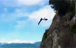 Ấn tượng màn nhảy vách núi ở Chile