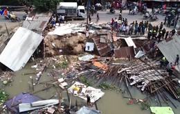Sạt lở nhấn chìm nhiều nhà dân tại An Giang