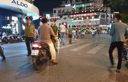 """""""Sợ bão""""AFF Cup 2018, Hà Nội cấm ô tô, xe máy đi vào khu vực Hồ Gươm"""