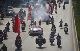 ĐT Việt Nam - ĐT Philippines: Rầm rộ diễu hành chờ vé vào chung kết