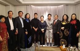 Văn Thanh cổ vũ đồng đội ở ĐT Việt Nam cùng Chủ tịch Quốc hội Nguyễn Thị Kim Ngân
