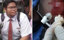 Vừa đeo tai nghe, vừa sạc điện thoại, thiếu niên Malaysia bị điện giật chết