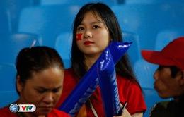 ẢNH: Những bóng hồng xinh đẹp tới sân Mỹ Đình cổ vũ ĐT Việt Nam