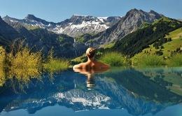 Những bể bơi ngoài trời đẹp như thiên đường