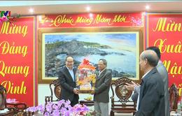 Bí thư Thành ủy TP.HCM Nguyễn Thiện Nhân thăm, tặng quà Tết người dân Phú Yên