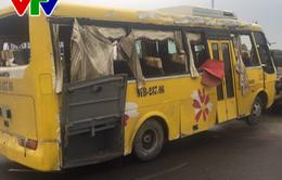 Đà Nẵng: Lật xe khách, 2 người chết và 11 người bị thương