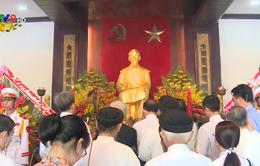 Lễ dâng hương dâng hoa Chủ tịch Hồ Chí Minh và Tôn Đức Thắng
