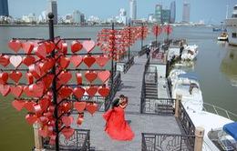 Đà Nẵng: Cầu tình yêu thu hút các đôi bạn trẻ dịp Valentine