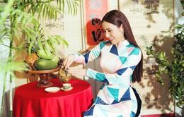 Hoa hậu Hoàng Dung đẹp dịu dàng trong tà áo dài