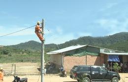 Quảng Nam: Đóng điện cho làng sạt lở Nam Trà My đón Tết