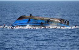 Lật tàu ở ngoài khơi Libya, gần trăm người có nguy cơ đuối nước