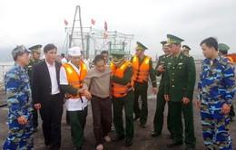 Cứu 11 thuyền viên gặp nạn trên vùng biển Hà Tĩnh