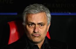 Hài hước: Mourinho đòi ôm phóng viên vì không bị hỏi về... Pogba