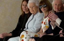 Nữ hoàng Anh xuất hiện ở Tuần lễ thời trang London