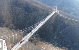 Trung Quốc khai trương thêm cầu kính treo