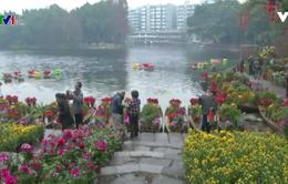 Muôn hoa khoe sắc tại chợ hoa nổi thành phố Quảng Châu, Trung Quốc