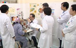 Cận cảnh quá trình ghép giác mạc của bé Hải An cho 2 người bệnh