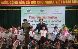 Những món quà ý nghĩa đến tay học sinh nghèo Quảng Trị