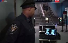 Mỹ thử nghiệm máy phát hiện bom giấu trong áo khoác
