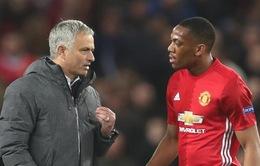Man Utd muốn giữ Martial, Mourinho nói gì?