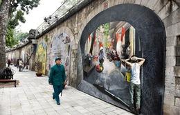 Ngắm tranh bích họa trên những vòm cầu phố Phùng Hưng, Hà Nội