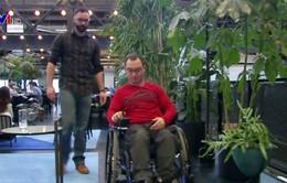 Biến xe lăn thường thành xe lăn điện